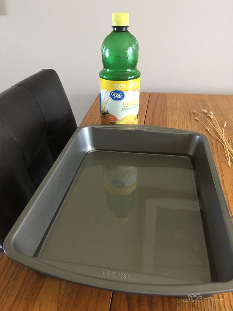 Cake pan with water and lemon juice